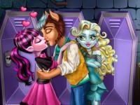 Draculaura First Kiss